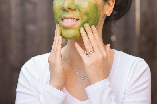 Mặt nạ bột trà xanh trị mụn ẩn dưới da hiệu quả